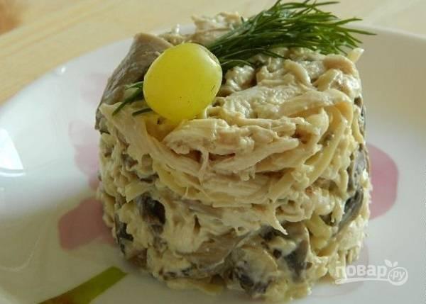 Салат из куриной грудки и шампиньонов
