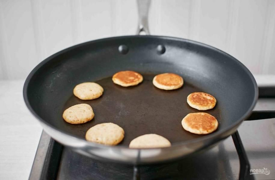 4. Готовьте блинчики на среднем огне, чтобы тесто не горело.