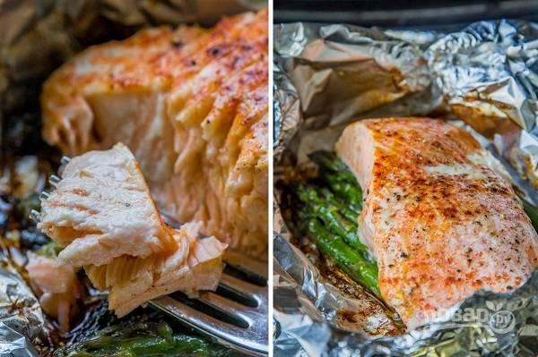4. Семга со спаржей в фольге готова. Подавайте к столу блюдо горячим, дополнив при желании соусом. Приятного аппетита!