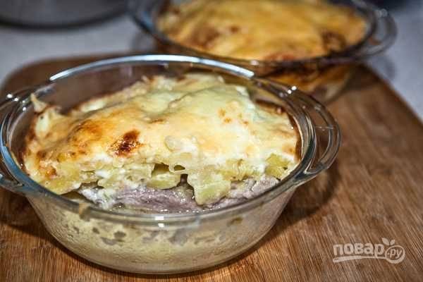 Картошка под шубой в духовке со свининой