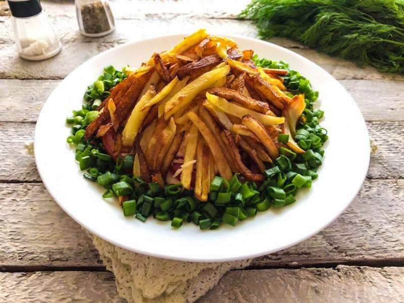 "Салат ""Муравейник"" с картошкой фри готов. Приятного аппетита!"