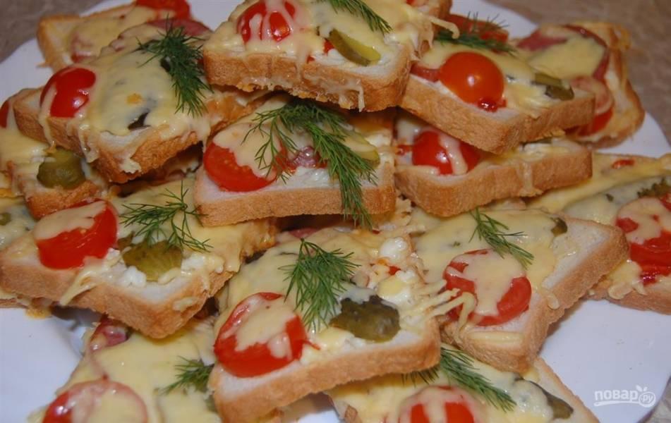 Бутерброды горячие с колбасой и сыром