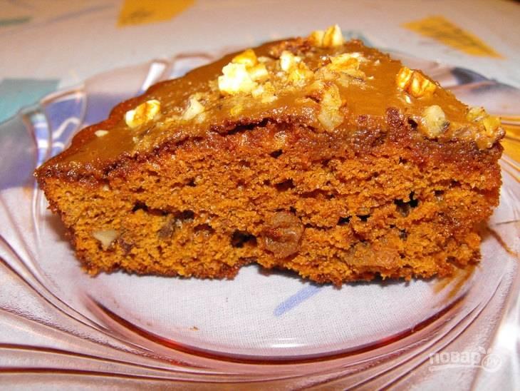8.Спустя необходимое время доставайте пирог, разрежьте его на кусочки и подавайте к столу.