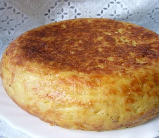 """4. Запекаем час в режиме """"Выпечка"""", а когда пирог уже будет готов и немного остынет, - переворачиваем чашу, пирог выпадет сам!Приятного аппетита!"""