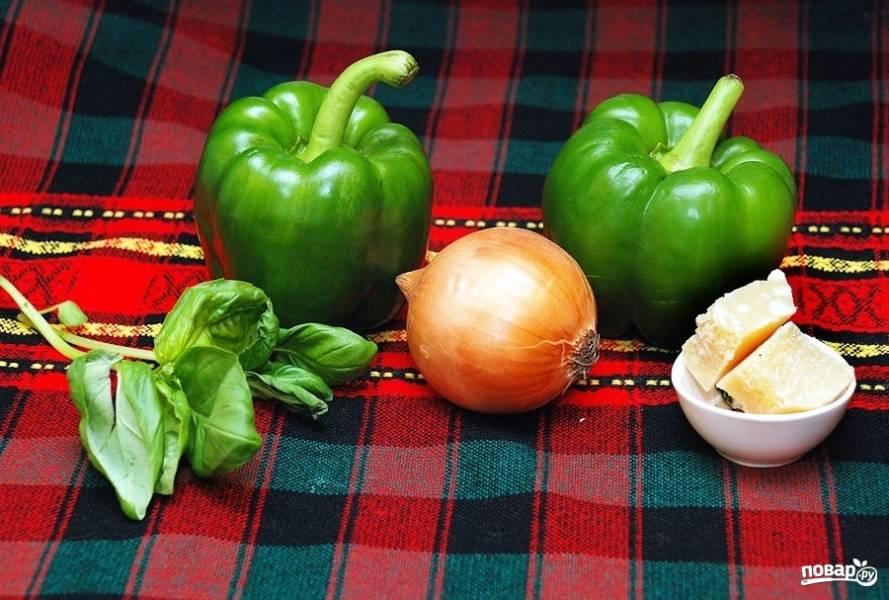 """1. В дословном переводе с итальянского языка """"ризотто"""" — это маленький рис. Это блюдо я всегда готовлю с разными продуктами, а сегодня хочу предложить постный вариант — ризотто с сыром и овощами. Из овощей нам понадобятся: сладкий перец, чеснок и лук."""