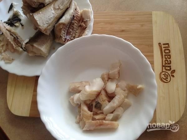 4. Рыбу отварим на пару или в воде, убираем все кости. Готового филе нам понадобится 300 грамм. Рыбу берем любую, какая нравится. У меня хек. Можно сбрызнуть рыбу лимонным соком.