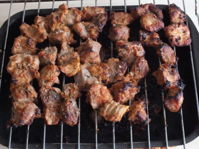 Мясо готово. Разложите порционно.
