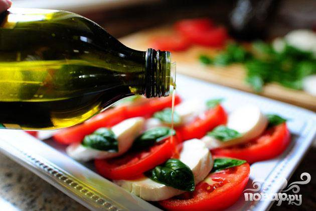 5. Сбрызнуть оливковым маслом сверху немного каждый ломтик.