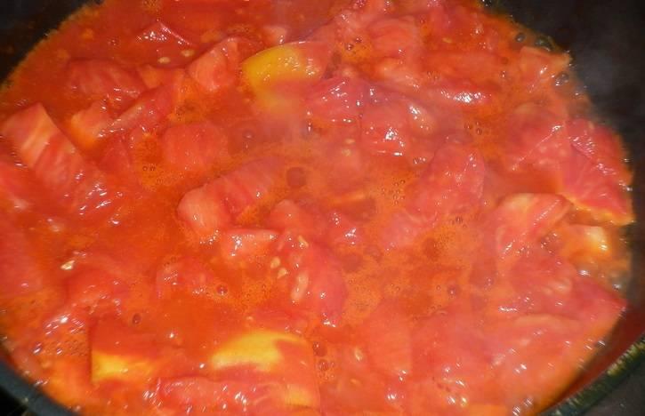 Теперь соедините овощи вместе, добавьте соль и сахар по вкусу, обжарьте все до готовности.