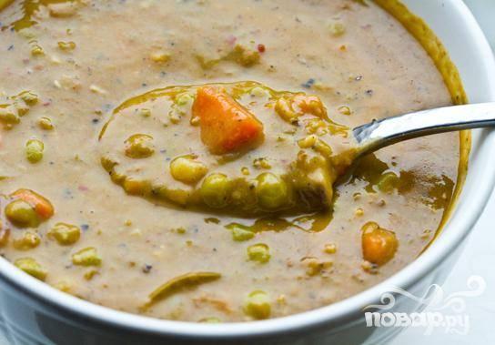 Удалить лавровый лист. Подавать в горячем виде с кусочками сыра. Суп можно хранить в холодильнике до нескольких дней. Приятного аппетита!
