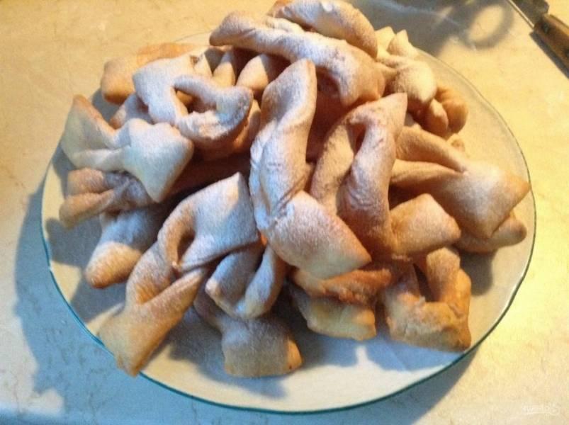 9. Когда остынет, посыпаем сахарной пудрой и подаем к столу.