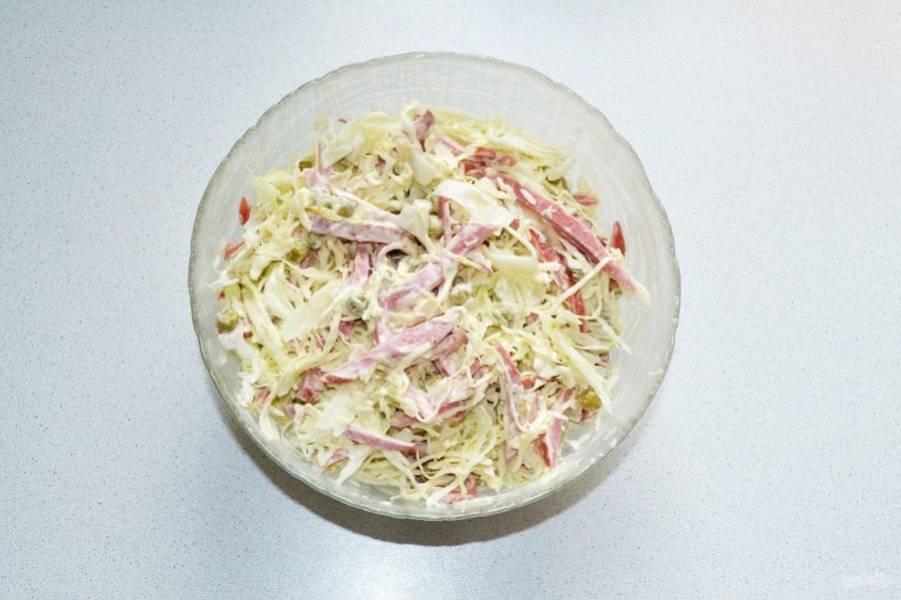 Аккуратно перемешайте и салатик можно подавать к столу.