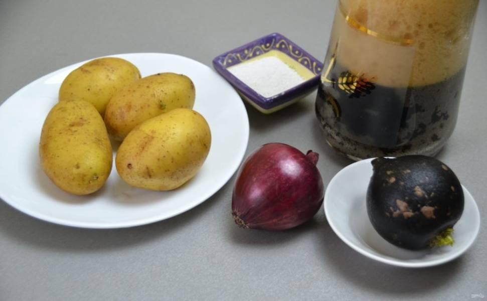 Подготовьте ингредиенты. Картофель отварите в мундире.