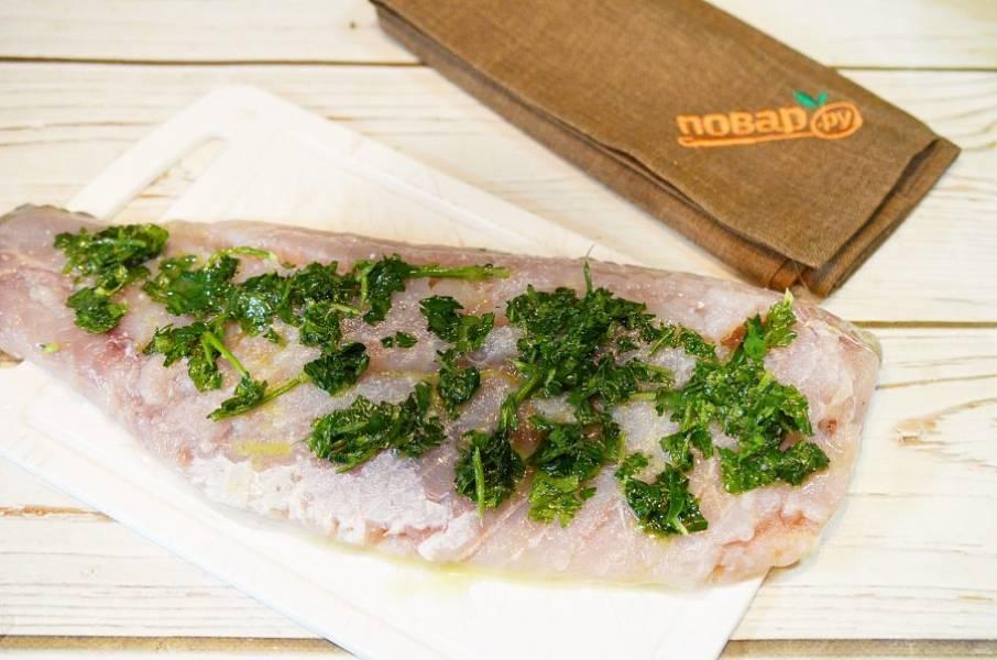 3. Рыбу покройте маринадом и оставьте на 15 минут минимум.