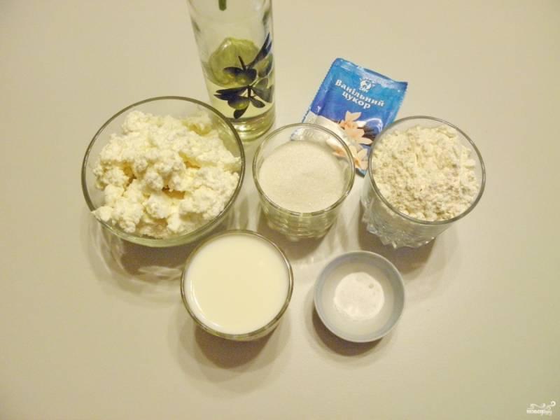 Подготовьте продукты для теста. Отмерьте жидкие ингредиенты и взвесьте сыпучие.