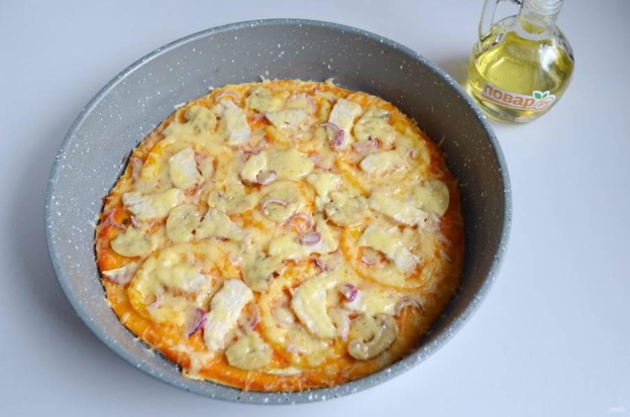 9. Выпекайте пиццу при 200 градусах 15 минут.