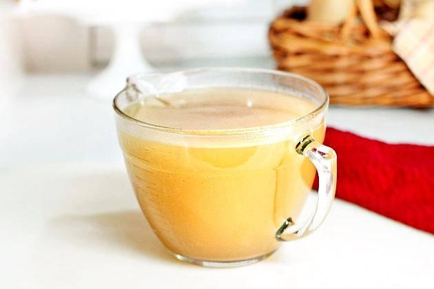 5. Хранить бульон в холодильнике в течение четырех дней или заморозить для длительного хранения. Использовать по мере необходимости. Когда бульон застынет, удалите застывший слой жира с поверхности.