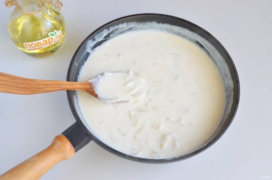 7. Прогрейте немного соус и он готов.