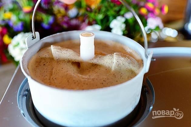 5. Охладите смесь, отправьте ее в мороженицу перемешиваться.