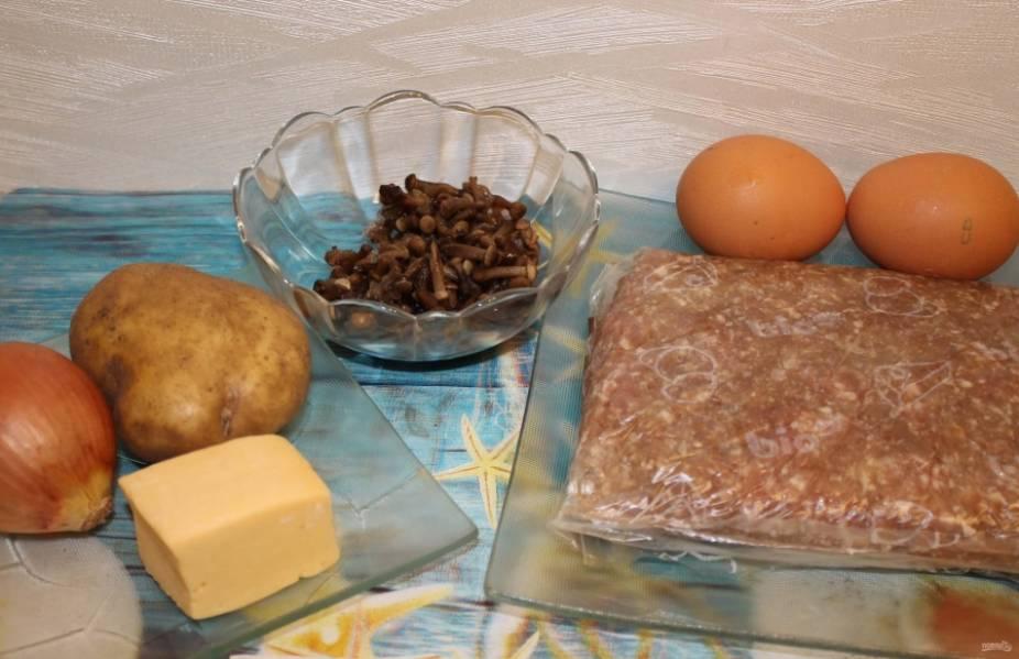 1. Минимум доступных ингредиентов — и на вашем столе великолепная альтернатива зразам и котлетам. Фарш для этого блюда я брала уже готовый.