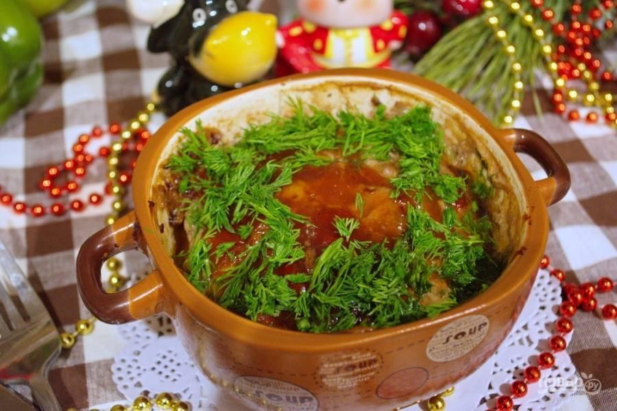 Блюдо очень вкусное. Сладость кетчупа придает блюду пикантность и делает мясо сочным и вкусным.