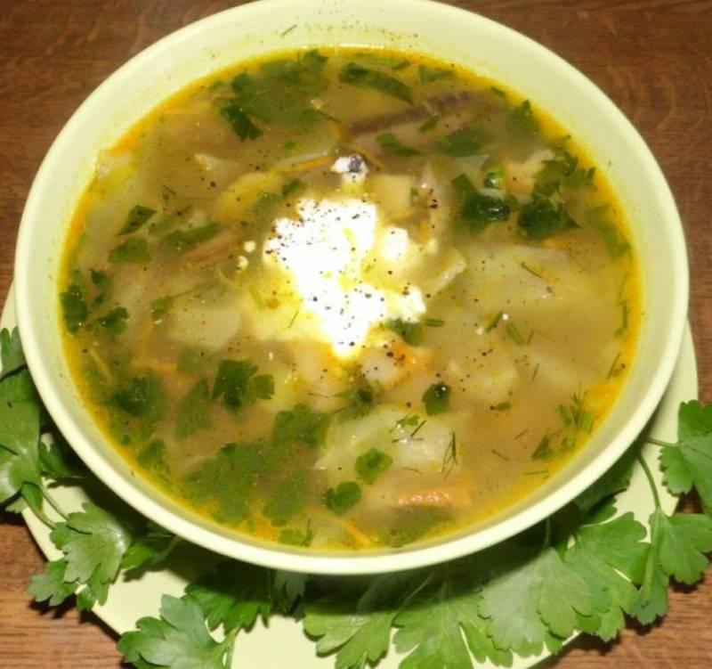 Готовый суп нужно настоять 20 минут под крышкой. Подаем со сметаной, приятного аппетита!