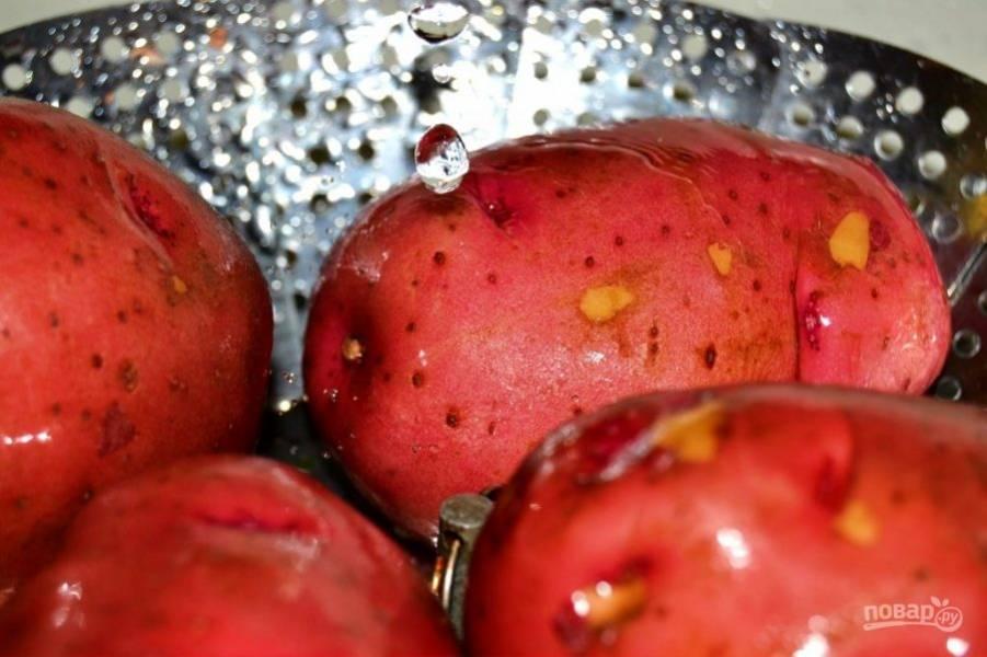 1.Тщательно промойте картофель.