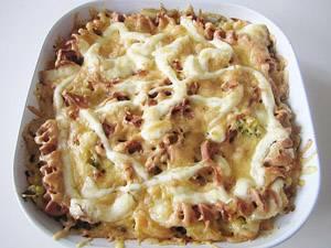 Запекайте блюдо в духовке 10-15 минут при 180 градусах.