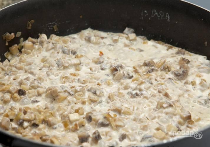 5.Перемешиваю все продукты на сковороде и тушу 2-4 минуты. Убираю сковороду с огня и остужаю.