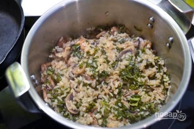 Попробуйте рис, он должен быть немного вязким и минимально недоваренным, альденте.