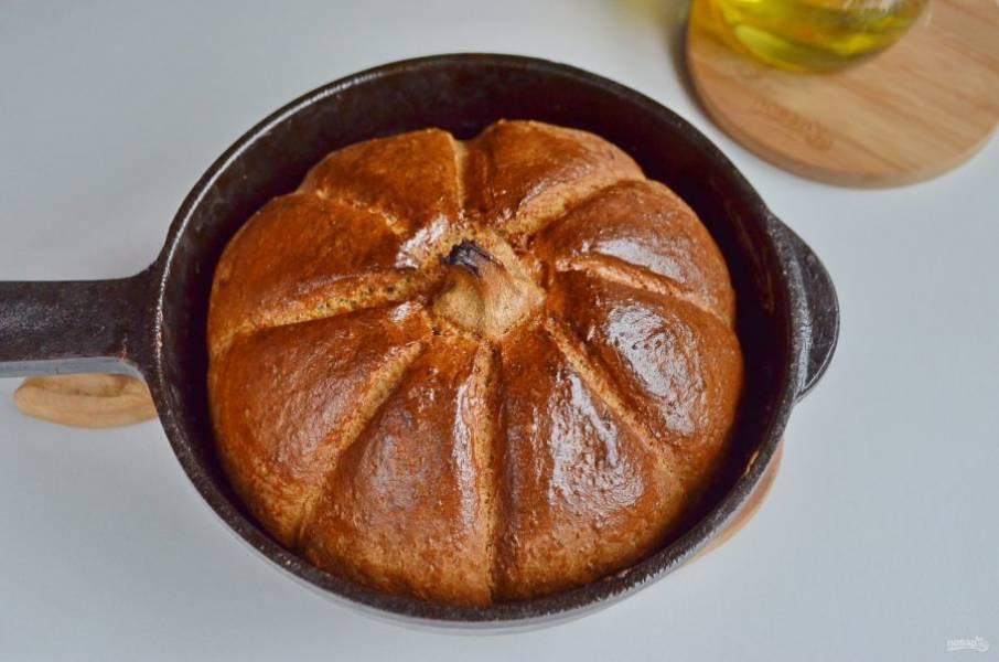 Выпекайте тыквенный хлеб минут 40-45, температура — 220-220 градусов, ориентируйтесь по своей духовке.