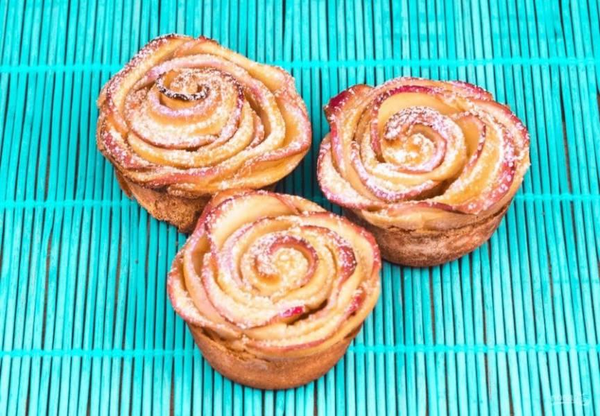 5. Готовые булочки посыпьте сахарной пудрой. Приятного аппетита!