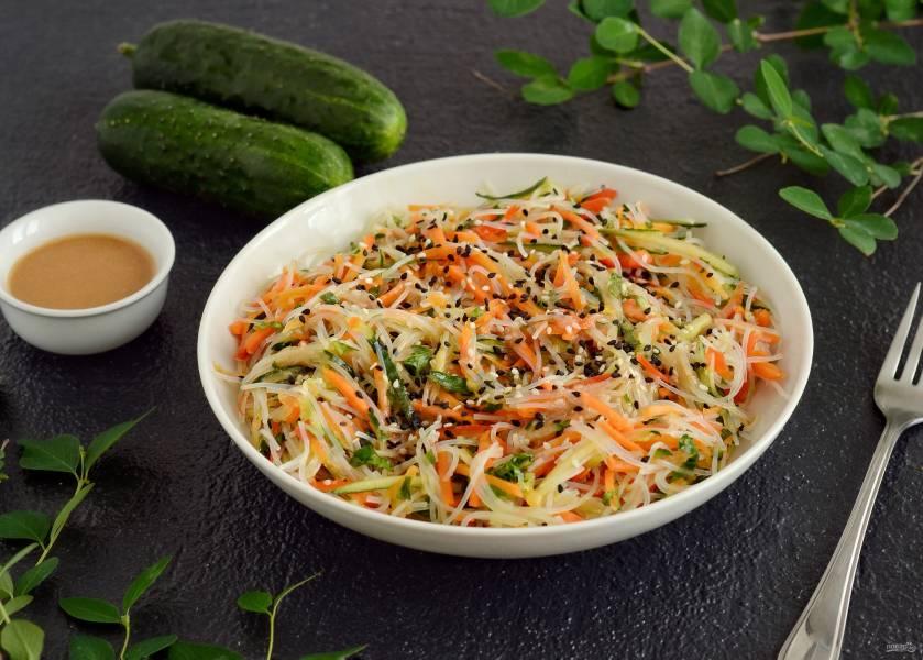 Салат из фунчозы с огурцом