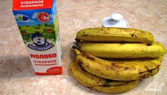 Подготовим все необходимые ингредиенты - молоко, бананы, сахар и половинку лимона (на фото отсутствует).