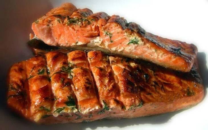 3.Готовые кусочки рыбы перекладываем на тарелку и подаем горячими. Приятного аппетита!