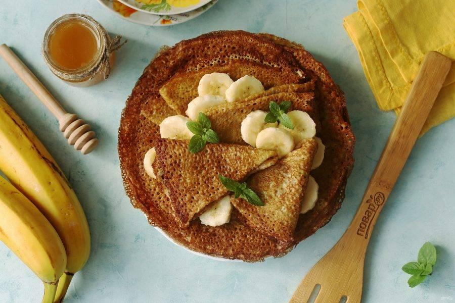 Банановые блинчики без молока готовы. Приятного аппетита!