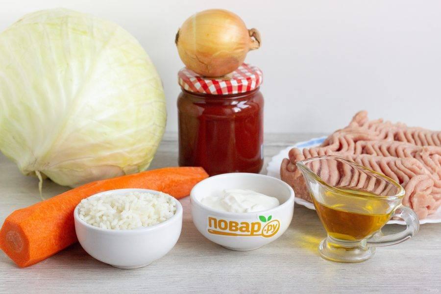 Подготовьте все необходимые ингредиенты. Рис заранее отварите до полуготовности.
