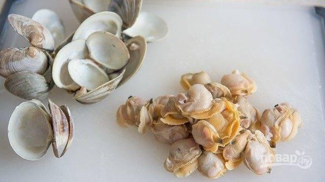 2. Затем самих моллюсков вытащите из раковин.