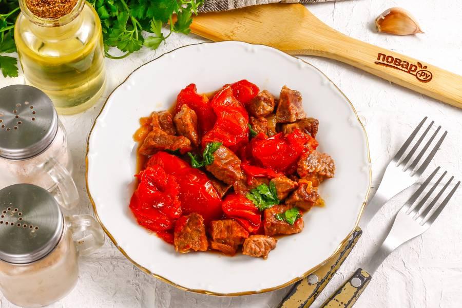 Тушеная говядина с вялеными помидорами
