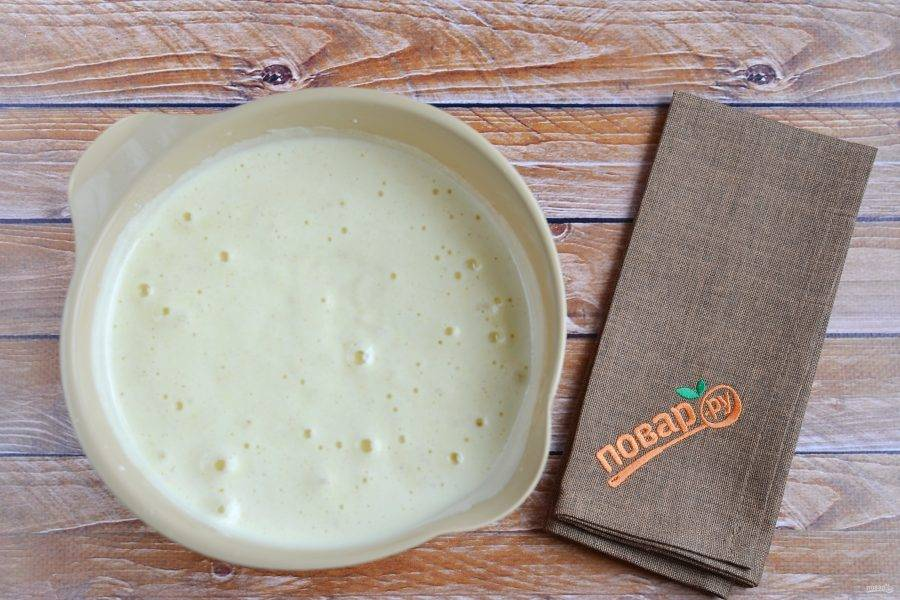 5. Тесто для манника готово, пышное и негустое. Можно добавить ванильный экстракт или ванильный сахар.