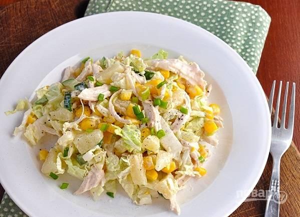 5. И можно подавать салат из грудки к столу.  Приятного аппетита!