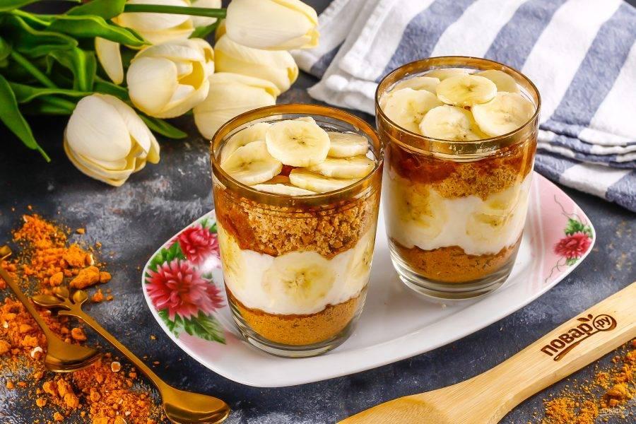 Охлажденный десерт подавайте с горячими напитками.