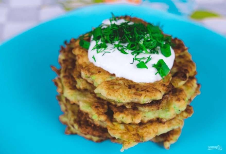 4.  Подавайте со сметаной и зеленью. Приятного аппетита!