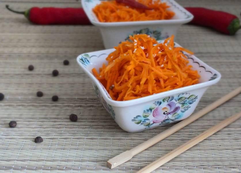 По истечении времени, достаньте морковь, перемешайте и подавайте к столу. Приятного аппетита!