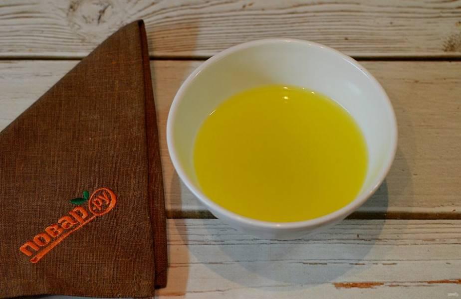 4. Из апельсинов выжмите сок.