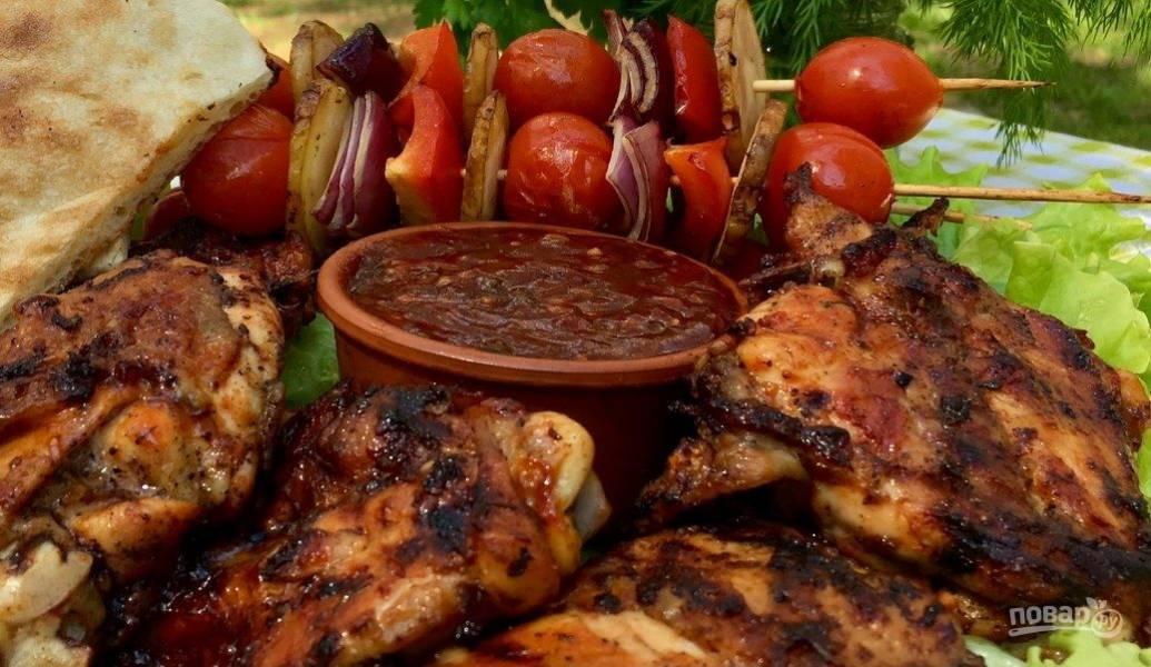 Вкусная курица на гриле (плюс соус барбекю)