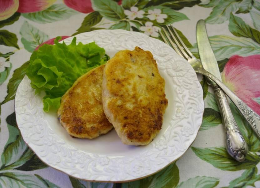 Подайте к столу горячими. Шницель это всегда вкусно. Не содержит хлеба и это плюсом отражается на вашей фигуре.