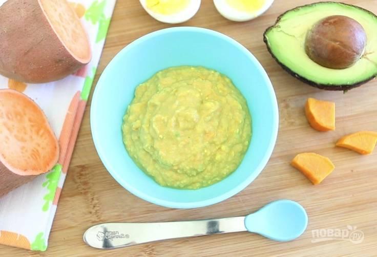 6. Пюре перемешайте. Если готовите себе, то добавьте соль по вкусу. Приятного аппетита!