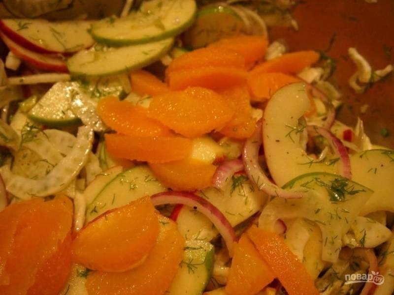9.В самом конце перемешиваю салат, и добавляю апельсин.