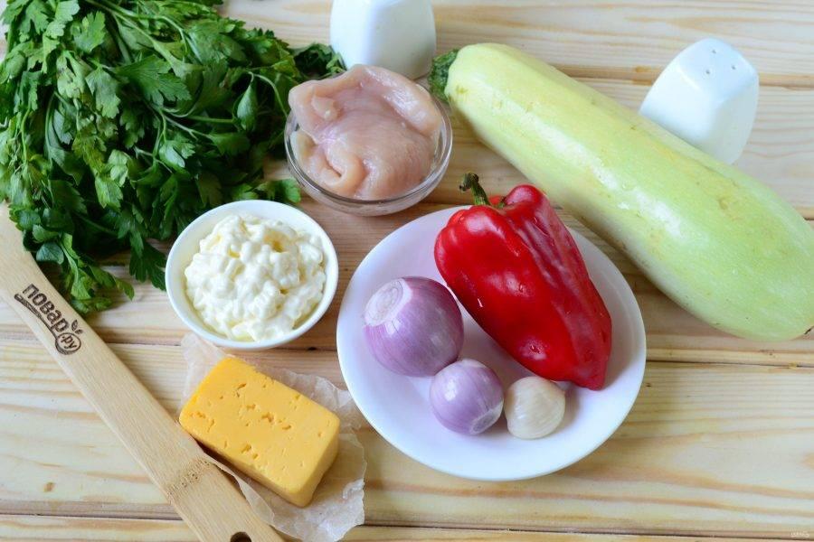Подготовьте все необходимые ингредиенты. Кабачки берите самые молодые, какие найдете, именно у таких самая нежная и вкусная мякоть и практически нет семян.